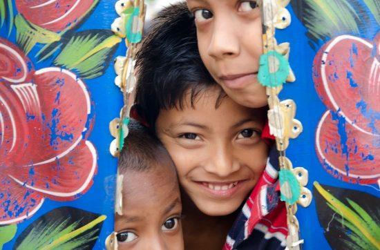 bangladesh_dhaka_streets-kids-in-rickshaw
