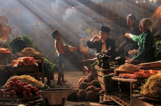 indonesia_jakarta_market-laughter-rays-light