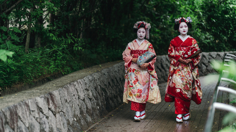 Intrepid Travel-japan_kyoto_gion_maiko-geisha-park