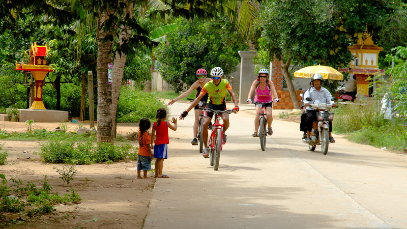 Intrepid Travel-vietnam_thailand_cambodia_cycling_group_IMG_6742