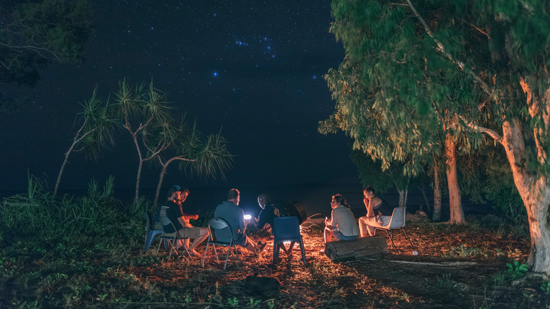 Intrepid Travel-Adventure Tours Australia-australia_arnhem-land_fire_group_stars_01