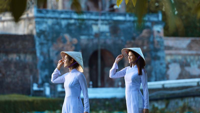 Intrepid Travel-vietnam_hoi-an_women-in-traditional-dress