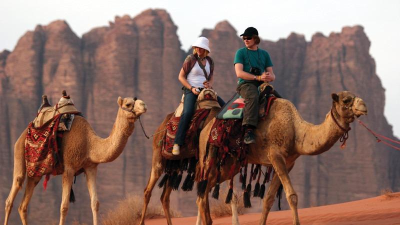 Naher-Osten-Jordanien-Wadi-Rum-Kamele