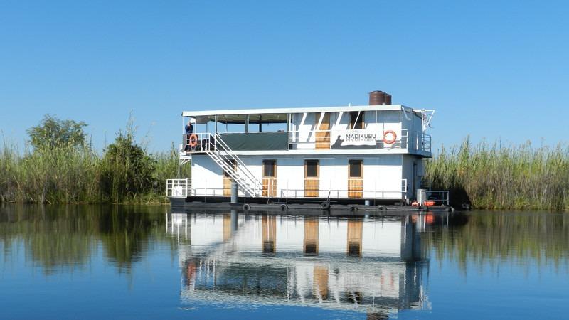 Afrika-Botswana-Okavango-Delta-Hausboot